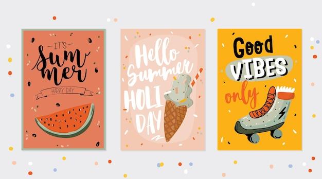 Kolekcja letnich nadruków z uroczymi wakacyjnymi elementami i napisem na kolorowym tle. ręcznie rysowane modny styl.