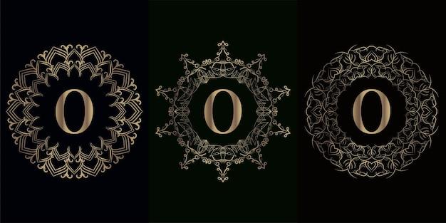 Kolekcja logo inicjału o z luksusową ramą ornament mandali