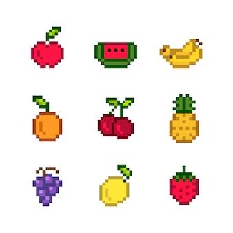 Kolekcja mieszanych owoców pikowanych