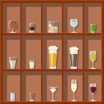 Kolekcja napojów alkoholowych w szklankach na półkach.