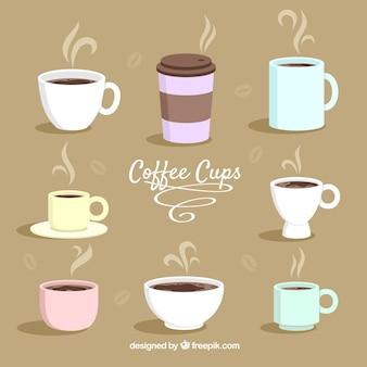 Kolekcja płaskich filiżanek kawy
