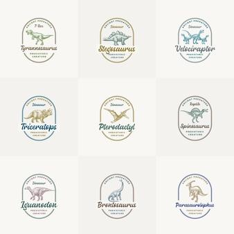 Kolekcja szablonów logo prehistorycznego stworzenia dinozaura ręcznie rysowane starożytne gady z retro typografią w ramkach