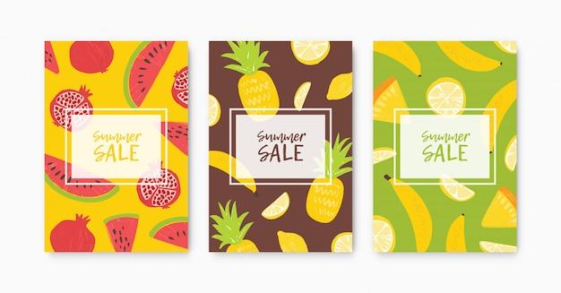 Kolekcja szablonów ulotek, plakatów lub kart na letnią wyprzedaż ozdobiona tropikalnymi, egzotycznymi, dojrzałymi, świeżymi słodkimi organicznymi owocami. płaskie sezonowe kolorowe ilustracje do reklamy, promocji.
