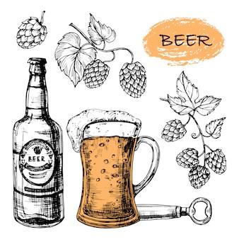 Kolekcja szkicowanych piw ze szklanką, butelką i chmielem