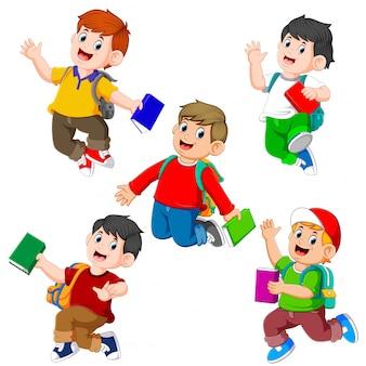 Kolekcja ucznia trzymającego książkę z różnym pozowaniem