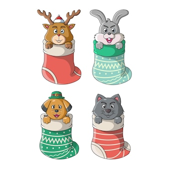 Kolekcja uroczych zwierzątek w dużych skarpetkach osadzonych w okresie świąteczno-zimowym