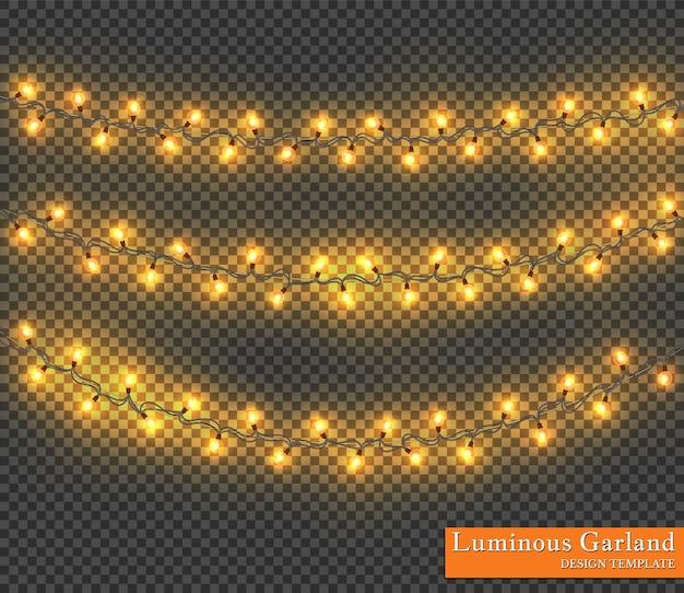 Kolorowa girlanda, ozdoby świąteczne. świecące lampki choinkowe na przezroczystym tle.