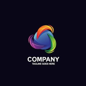 Kolorowa kula z okrągłym logo projektu
