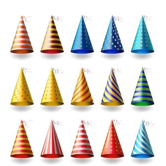 Kolorowe czapki imprezowe. realistyczne różne świąteczne nakrycia głowy