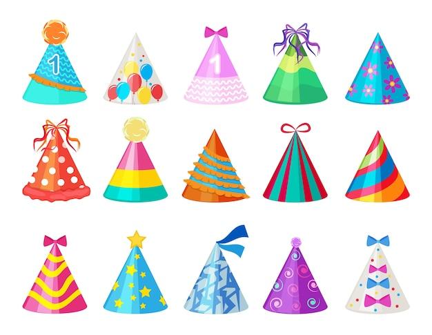 Kolorowe czapki. urodziny stożek kapelusz na zdjęcia karnawałowe na białym tle. papieru do czapki z okazji urodzin i karnawału