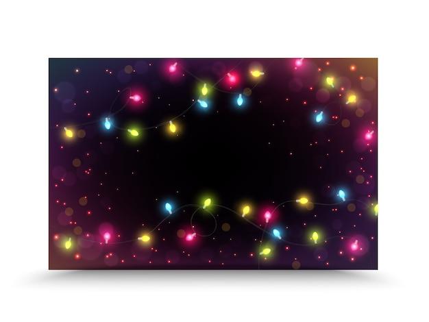 Kolorowe światła bożego narodzenia na tle nocy
