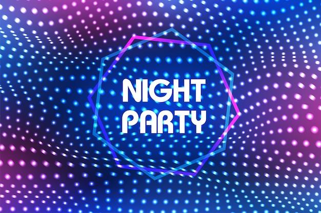 Kolorowe światło świecące na imprezie w nocy.
