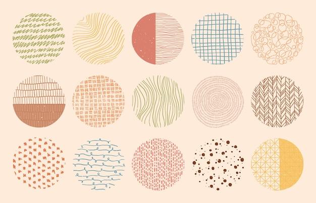 Kolorowe tekstury kół wykonane tuszem, ołówkiem, pędzlem. geometryczne kształty bazgroły plam, kropek, kresek, pasków, linii. zestaw wzorów wyciągnąć rękę.