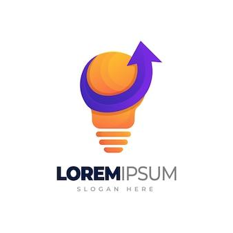 Kolorowe żarówki z logo strzałki marketingowe logo gradientu z żarówką