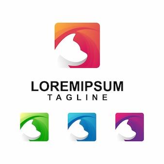 Kolorowy kot z kwadratowym logo