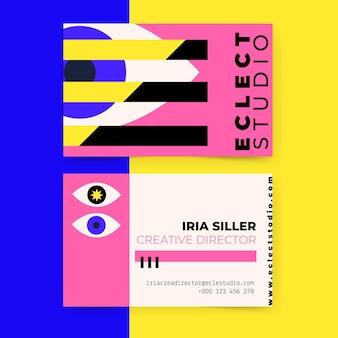 Kolorowy nowoczesny dyrektor kreatywny projektuje wizytówkę