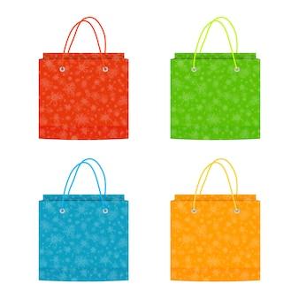 Kolorowych bożych narodzeń papierowe torby odizolowywać na białym tle