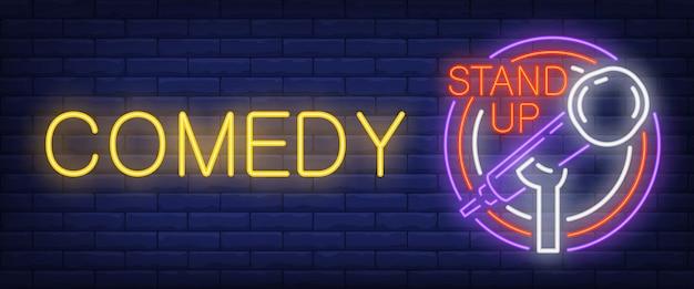 Komedie neonowy znak. świecący mikrofon barowy w ramce koła