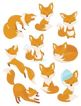 Komplet kreskówka lisów. kolekcja uroczych lisów. ilustracja dla dzieci. dzikie zwierzęta.