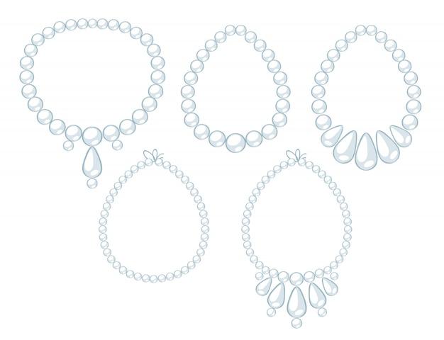 Komplet naszyjników z białych pereł.