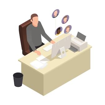 Kompozycja izometryczna wirtualnego teambuildingu online z postacią szefa siedzącego przy stole komputerowym z awatarami pracowników