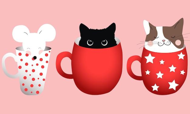 Kompozycja trzech kubków z kotami i myszką w środku.