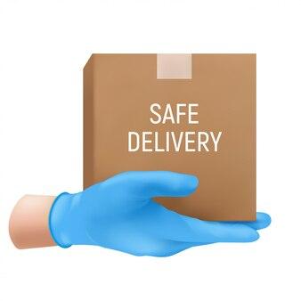 Koncepcja bezpiecznej dostawy z ludzką ręką w niebieskiej gumowej rękawicy z kartonowym pudełkiem.