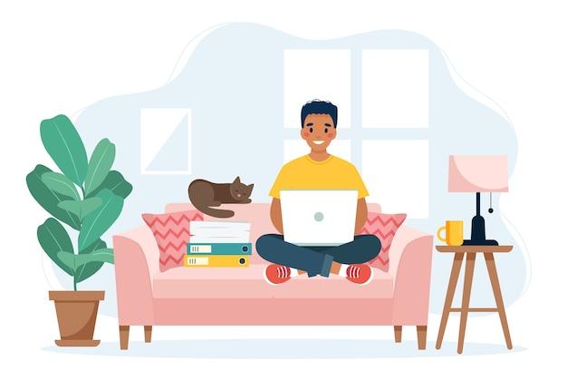 Koncepcja biura domowego, człowiek pracujący w domu siedzi na kanapie, koncepcja pracy zdalnej