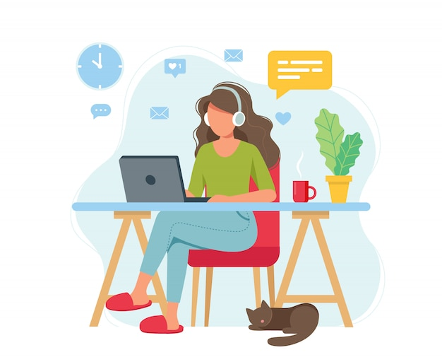 Koncepcja biura domowego, kobieta pracująca w domu, student lub freelancer.