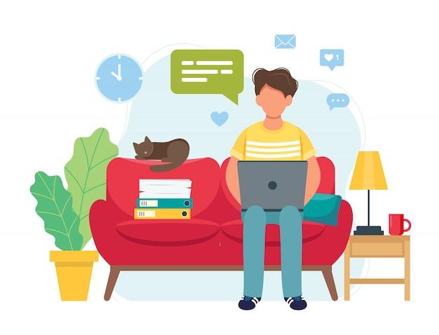 Koncepcja biura domowego, mężczyzna pracujący w domu, siedząc na kanapie, student lub freelancer
