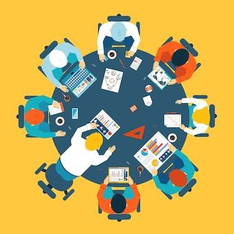 Koncepcja burzy mózgów i pracy zespołowej z grupą zajętych pracowników, którzy spotykają się przy okrągłym stole, dzieląc się pomysłami i rozwiązując problemy z widokiem z góry ilustracji wektorowych