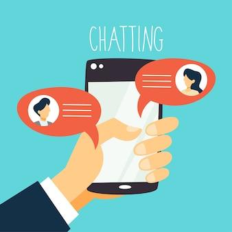 Koncepcja komunikatora telefonu komórkowego. rozmowa tekstowa online w dymkach. okno dialogowe na ekranie. ręka trzyma smartfon. ilustracja