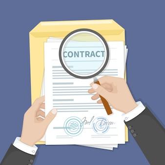 Koncepcja kontroli kontraktu. ręki trzyma powiększać - szkło nad kontraktem. umowa z podpisami i pieczęcią. dokumenty badawcze.