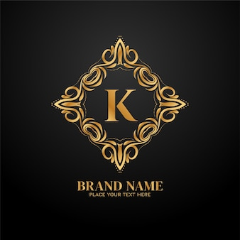 Koncepcja logo luksusowej marki złotą literą k.