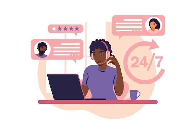 Koncepcja obsługi klienta. afrykańska kobieta z hełmofonami i mikrofonem z laptopem. wsparcie, pomoc, call center. ilustracja wektorowa. płaski styl