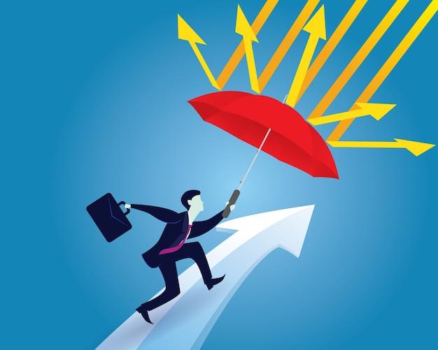 Koncepcja ochrony ubezpieczeniowej. biznesmen i parasol