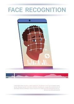 Koncepcja rozpoznawania twarzy inteligentny telefon skanowanie african american man nowoczesna technologia kontroli dostępu