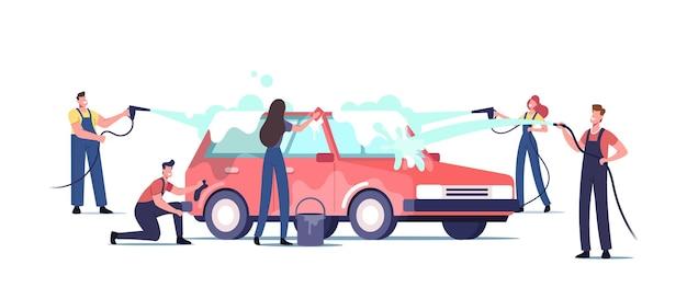 Koncepcja usługi myjni samochodowej. postacie robotników noszących mundur, spieniający samochód za pomocą gąbki i nalewający strumieniem wody. pracownicy firmy sprzątającej w procesie pracy. ilustracja wektorowa kreskówka ludzie