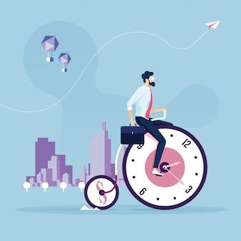 Koncepcja zarządzania czasem biznesmen rower na zegary koła roweru