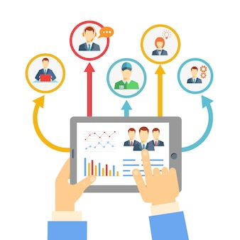 Koncepcja zdalnego zarządzania biznesem z biznesmenem trzymającym tablet pokazujący analizy i wykresy połączone