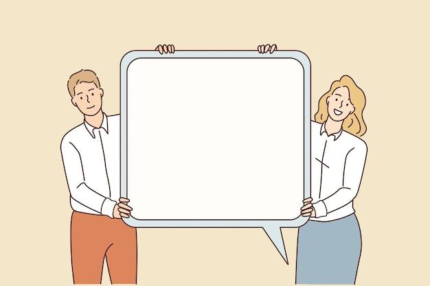Koncepcja znak komunikacji i mowy. młody uśmiechający się biznesmen i kobieta stojąca trzymając biały makieta dymek w rękach ilustracji wektorowych