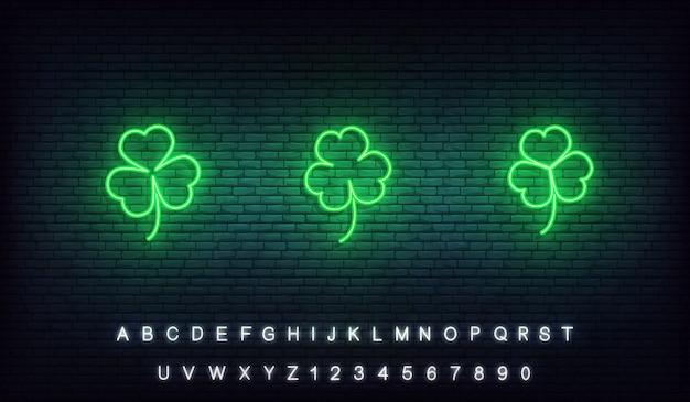 Koniczyna neon ikony saint patrick day. zestaw ikon zielonej koniczyny irlandzkiej na dzień świętego patryka