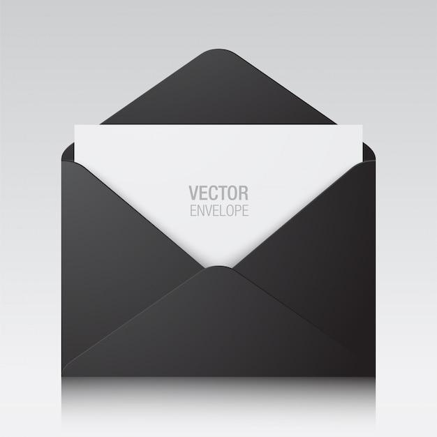 Koperta. czerni rozpieczętowaną kopertę z białą papierową kartą odizolowywającą na tle.