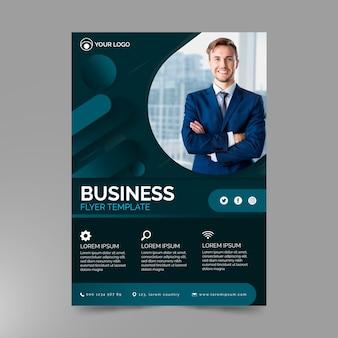 Korporacyjny roczny raport biznesowy ze zdjęciem