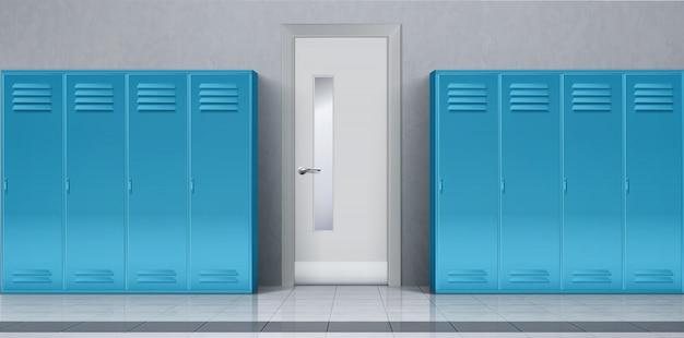 Korytarz szkolny z niebieskimi szafkami i zamkniętymi drzwiami