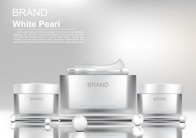 Kosmetyczni produkty z białymi perłami na białym tle