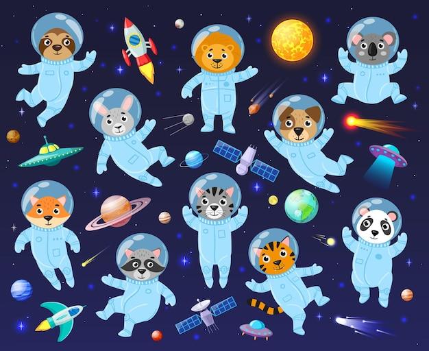 Kosmonauta kosmonauta z kreskówek, astronauci cute zwierząt. kosmiczne zwierzęta galaktyki koala, szop pracz, leo i zestaw ilustracji wektorowych lenistwo. astronauci zwierząt latający na otwartej przestrzeni