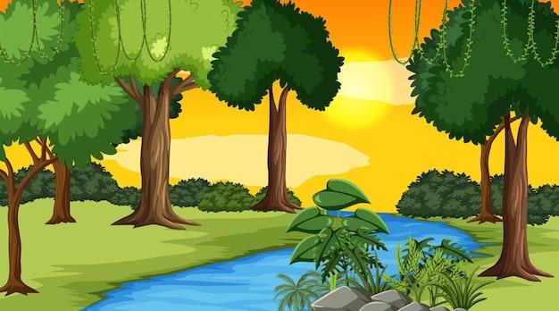 Krajobrazowa scena rzeki przez las