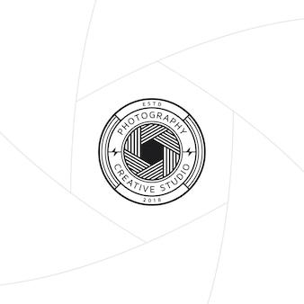 Kreatywna fotografia studio odznaka lub projekt etykiety