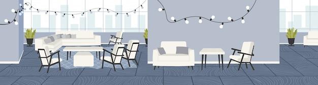 Kreatywne Biuro Puste Brak Ludzi Otwarta Przestrzeń Z Meblami I świątecznymi Dekoracjami Oświetlenie Centrum Współpracujące Wnętrze Poziome Premium Wektorów